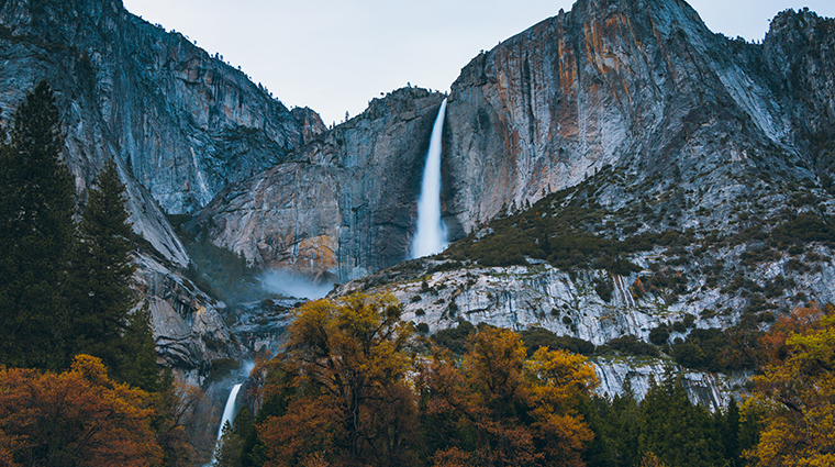 Yosemite-Falls-in-Fall-Autumn